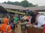 dapur-umum-di-kantor-dpc-pdi-perjuangan-kota-banjarbaru-untuk-korban-banjir-16012021.jpg