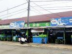 deretan-warung-penjual-makanan-dan-minuman-di-jalan-tarakan-banjarmasin-kamis-30092021.jpg