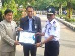 dishub-kabupaten-banjar-mendapat-penghargaan-dari-ombudsman-ri-kalsel_wm.jpg