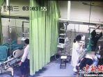dokter-memberikan-pertolongan-kepada-seorang-gadis-di-china.jpg