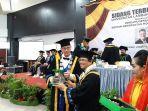 dr-hc-nico-saat-menerima-piagam-dari-rektor-ulm-prof-sutarto-hadi.jpg
