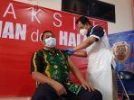 edy-porwanto-ketua-komisi-ii-dprd-tala-menjalani-vaksinasi-covid-19.jpg