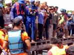 evakuasi-jasad-abk-yang-ditemukan-di-pulau-alalak-batola_20180823_123321.jpg
