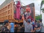 evakuasi-korban-banjir-di-kurau-dan-bumimakmur-menaiki-truk-menuju-pengungsian.jpg