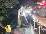 evakuasi-korban-di-lokasi-kecelakaan-di-jalan-paharuangan-kandangan-kabupaten-hss-09052021.jpg