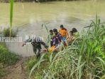 evakuasi-mayat-dari-sungai-amandit-di-kawasan-jalan-singakarsa-kandangan-kabupaten-hss-06042021.jpg