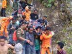 evakuasi-reza-fauzi-dari-gunung-sibayak.jpg
