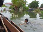 evakuasi-warga-desa-semangat-dalam-alalak-batola-provinsi-kalsel-minggu-17012021.jpg