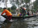 evakuasi-warga-terdampak-banjir-di-desa-tabing-rimbah.jpg