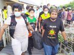 evakusi-jenazah-di-jalan-sungai-miai-dalam-banjarmasin-kalsel-rabu-29092021.jpg