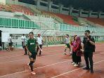 evan-dimas-pada-pemusatan-latihan-timnas-indonesia-di-stadion-pakansari.jpg