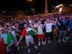 fans-timnas-italia-di-euro-2021.jpg