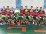 foto-bersama-tim-futsal-desk-olahraga-koni_20171208_212646.jpg