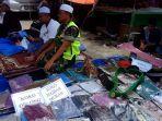 foto-kurniawan-anggota-tni-memanfaatkan-ruang-jalanan-untuk-salat-di-haul-guru-sekumpul.jpg