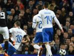 gelandang-argentina-ever-banega-kiri-mencetak-gol-ke-gawang-italia_20180324_054658.jpg