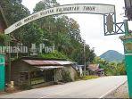 gerbang-perbatasan-kalsel-kaltim-di-kawasan-gunung-halat-desa-lano-kabupaten-tabalong-24032021.jpg