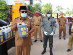 gubernur-kalsel-h-sahbirin-noor-menunjukkan-disinfektan-buatan-kph-senin-642020.jpg