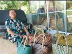 hamsiah-di-rumahnya-tempat-wisata-kampung-purung-banjarbaru-kalsel-18072021.jpg