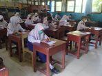 hari-pertama-ujian-sekolah-tatap-muka-kerta-pensil-di-smpn-9-banjarmasin-senin-29_03_2021.jpg