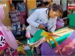ibu-ibu-di-kelurahan-guntung-paikat-rt-3-membuat-tanglong-naga-ikut-festival-selikur-banjarbaru.jpg