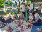 idul-adha-2021-pemotongan-hewan-kurban-di-halaman-masjid-sabilal-muttaqin-amuntai-20072021.jpg