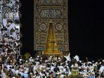 ilustrasi-jemaah-umrah-sedang-berada-di-mekkah.jpg