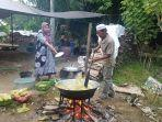 inilah-aktivitas-dapur-di-rest-area-masjid-tajul-qura-kelurahan-kupang.jpg