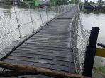 inilah-jembatan-gantung-fasilitas-publik-yang-menghubungkan-antardesa.jpg
