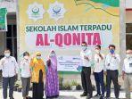 jajaran-pln-memberikan-bantuan-renovasi-sd-islam-terpadu-al-qonita-palangkaraya-10062021.jpg