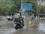 jalan-amuntai-kabupaten-hsu-provinsi-kalsel-banjir-selasa-19012021.jpg