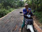 jalan-di-perdesaan-menuju-ke-pingaran-ulu-kabupaten-banjarjpg_20180115_092344.jpg