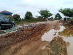 jalan-gubernur-syarkawi-sungai-tabuk-yang-rusak-parah.jpg