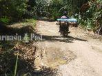 jalan-rusak-desa-mantuyan-halong-balangan-provinsi-kalsel-selasa-27072021.jpg