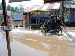 jalan-terendam-bajiir-rob-di-desa-bunipah-kecamatan-aluhaluh-kabupaten-banjar-selasa-01062021.jpg