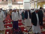 jamaah-di-masjid-al-akbar-balangan-menerapkan-protokol-kesehatan-dari-jaga-jarak-h-020.jpg