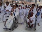 jemaah-haji-asal-kabupaten-banjar-saat-akan-melakukan-ibadah-tawaf_20180813_123748.jpg