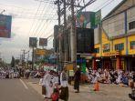 jemaah-haul-guru-sekumpul-ke-14-padati-parkir-qmall-banjarbaru-minggu-1032019.jpg
