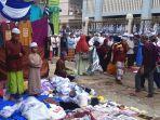 jemaah-salat-saat-haul-ke-15-guru-sekumpul-di-kabupaten-banjar.jpg
