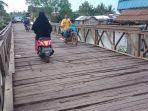 jembata-petir-di-perbatasan-desa-kurau-utara.jpg