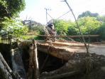 jembatan-di-desa-sabah-kecamatan-bungur-tapin_20150424_144733.jpg