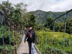 jembatan-gantung-di-desa-nateh-kecamatan-batangalai-timur.jpg
