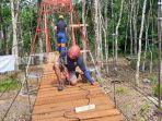 jembatan-gantung-dibangun-satguna-daruut-tauhiid-bandung-di-desa-baru-batubenawa-hst.jpg