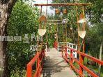 jembatan-indah-di-taman-permana-kota-pelaihari-kabupaten-tala-kalsel-selasa-18052021.jpg