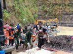 jenazah-tambang-batu-bara-desa-mentawakan-mulya-mentewe-kabupaten-tanbu-kalsel-rabu-27012021.jpg