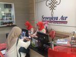 kantor-sriwijaya-air-di-jalan-a-yani-km-55-melayani-pelanggan_20180404_200928.jpg