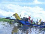 kapal-pembersih-sungai_20171021_180520.jpg