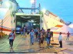 kapal-penumpang-di-pelabuhan-trisakti.jpg