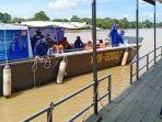 kapal-polisi-xviii-2002-untuk-pelaksanaan-vaksinasi-warga-bantaran-sungai-kahayan-palangkaraya.jpg