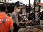kebakaran-di-kalsel-anggota-inafis-di-bekas-lokasi-kebakaran-di-marabahan-batola-selasa-21092021.jpg