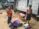 kebakaran-di-kalsel-anggota-trc-cek-barang-terbakar-dari-rumah-warga-desa-baru-balangan-07072021.jpg